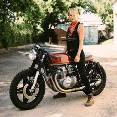 1977 Honda CB550 catching the perfect light. Bike by @cyclerefinery, body by @rad_rau. #builtnotbought #hondacb #honda #cb550 #vintagemotorcycle #dropmoto