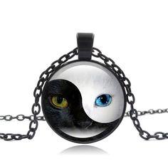 Collier femme pendentif chat cabochon médaillon noir, argenté ou bronze