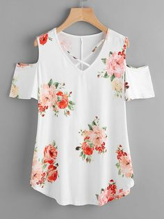 Shop Crisscross V-neckline Open Shoulder Random Florals Tee online. SheIn offers Crisscross V-neckline Open Shoulder Random Florals Tee & more to fit your fashionable needs.To find out about the [good_name] at SHEIN, part of our latest T-Shirts ready Sewing Blouses, Modelos Fashion, Designs For Dresses, Stylish Tops, Dress Sewing Patterns, Cute Tops, Types Of Sleeves, Blouse Designs, Chiffon Tops