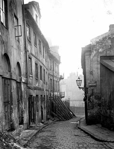 Ulica Brzozowa na Starym Mieście, lata '30 XX wieku.    fot. Dawna Warszawa Krakow, Best Cities, Homeland, Old Town, Old Photos, Mists, Old Things, Street, Photography