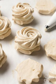 Holiday Spice Meringue Cookie Recipe - meringue cookies flavored with speculaas spice and filled with cream cheese frosting