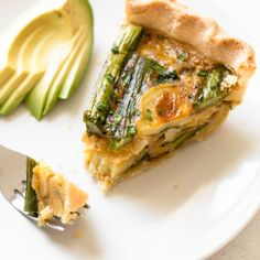 Hello perfect Spring brunch! This Gluten-free Spring Veggie Quiche is filled with seasonal green veggies and is the perfect dish to serve at a celebration. And bonus: it's freezer-friendly so it works great for a make-ahead breakfast, too. Pumpkin Biscuits Recipe, Gluten Free Biscuits, Healthy Sandwiches, Wrap Sandwiches, Make Ahead Breakfast, Paleo Breakfast, Clean Eating Recipes, Healthy Recipes, Healthy Food