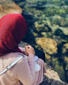 hijab Muslim Couple Photography, Girl Photography Poses, Hijabi Girl, Girl Hijab, Hijab Hipster, Beautiful Hijab Girl, Face Aesthetic, Hijab Dpz, Stylish Hijab
