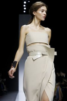 Discover thousands of images about Gianfranco Ferre Ready To Wear Spring Summer 2014 Milan - NOWFASHION Live Fashion, Fashion Show, Fashion Outfits, Fashion News, Gianfranco Ferre, Fashion Details, Fashion Design, Ferrat, Runway Fashion