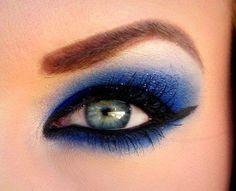 Blue Smokey Eye make Up Ideas. Maquillage yeux bleus, make-up blue eyes Glitter Eye Makeup, Blue Eye Makeup, Fall Makeup, Love Makeup, Makeup Looks, Awesome Makeup, Sexy Makeup, Gorgeous Makeup, Pretty Makeup