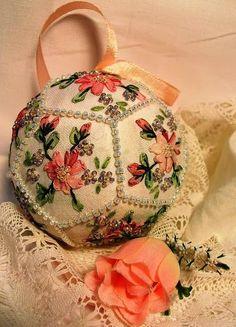 """Mooie hart dingen: Kerstmis borduren: """"Kerstballen van 12 delen"""""""