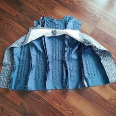 EN Summary:  Before proceeding with the construction I wanted to share the before photos of the jacket (before cleaning up the lining, b...