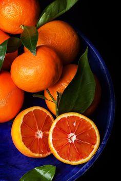 Cut Sicilian oranges with leaves on a blue plate top view by Sebastiana - Photo 99881037 / Orange Plates, Blue Plates, Fruit Photography, Still Life Photography, Fruit And Veg, Fruits And Vegetables, Vegetable Pictures, Orange Color Palettes, Orange Wallpaper