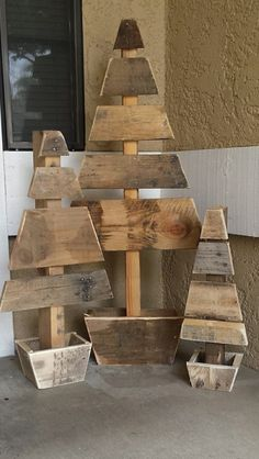DIY Front Porch Christmas Tree Ideas On A Budget 30 – decorazioni legno – Weihnachten Porch Christmas Tree, Pallet Wood Christmas Tree, Pallet Tree, Christmas Wood Crafts, Christmas Projects, Christmas Lights, Christmas Crafts, Porch Tree, Christmas Decor Diy Cheap