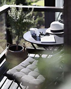 10 Ways To Maximise Your Tiny Balcony / Outdoor Space! 10 Ways To Maximise Your Tiny Balcony / Outdo Small Balcony Garden, Outdoor Balcony, Small Patio, Outdoor Spaces, Balcony Ideas, Small Terrace, Outdoor Living, Interior And Exterior, Interior Design