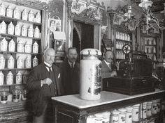 """Farmacia Deleuze, antigua """"Botica de San Bernardo"""" (Madrid, 1900)"""