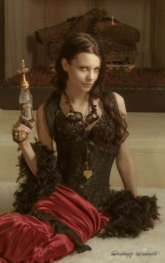 Monsieur Steampunk One ..... I like the crystal/glass part of that gun  Has sort of a #slaveleia vibe