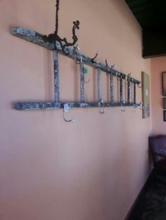 Coat hanger from an old ladder Build My Own House, Old Ladder, Old Barn Wood, Home Organization, Organizing Ideas, New Year Gifts, Its A Wonderful Life, Mudroom, My Dream Home