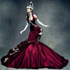Amazing take on the royal vestments, love this editorial shot for Dior… and the color of the dress is to die for.