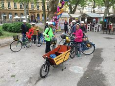Taking a rest in Zrinjevac Park during the last #lobagola #bike #tour! Find out more @ http://www.lobagola.com/tours-and-services/tours/zagreb-guided-bicycle-tours.html #lobagolabnb #zagreb #croatia #lobagolaadventure #bicycle #cycling #yellowelephant #1city2wheels #bikeZg #lobagolatours