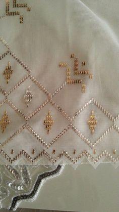 Moda Emo, Bargello, Fabric Flowers, Embroidery, Stitch, Purses, Model, Diy Fashion, Angeles