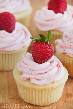 Vanilla cupcakes with fresh strawberry buttercream from The Baker Upstairs. These cupcakes are perfect for spring and so delicious! Strawberry Frosting, Strawberry Cupcakes, Yummy Cupcakes, Fruity Cupcakes, Mocha Cupcakes, Buttercream Cupcakes, Gourmet Cupcakes, Easter Cupcakes, Flower Cupcakes