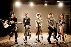 2NE1 x Jung Sungha YG On Air BTS // he got to play with his favorite girl group c: