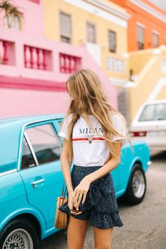 Get to discover Cape Town through a colorful photoshoot at its most colorful neighborhood. Meet the colors of Bo Kaap and the bright soul of Daniela Canny. Cape Town Photography, Work Travel, South Africa, Photo Ideas, Photoshoot, Holiday, Color, Viajes, Shots Ideas