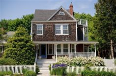 Crocker House Inn - Vineyard Haven, Massachusetts. Vineyard Haven Bed and Breakfast Inns...this looks like the other half of Ferry View also in Vineyard Haven.