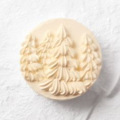Martha Stewart simple christmas tree cake. LOVE this classy cake. coconut-cake-006-d112435.jpg