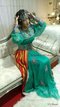 robe berbère kabyle - traditions algériennes Country Look, Most Beautiful Dresses, Love Fashion, Womens Fashion, House Dress, Traditional Dresses, Couture Fashion, Bridal Dresses, Clothes