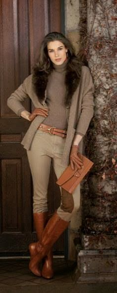 Oversize Sweater With Pants ,Brown Clutch And Boots