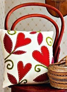 Love of Felt! The stitches around the applique adds dimension and interest. Love this pattern. Sewing Pillows, Diy Pillows, Decorative Pillows, Throw Pillows, Pillow Ideas, Felt Crafts, Fabric Crafts, Sewing Crafts, Sewing Projects