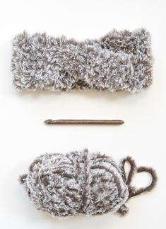 """Find the free tutorial for this crocheted faux fur twisted ear warmer below. On a recent trip to Target I saw some twisted fur headbands and thought, """"Us Faux Fur Headband, Ear Warmer Headband, Twist Headband, Knitted Headband, Crochet Headbands, Baby Headbands, Crochet Ear Warmer Pattern, Crochet Headband Pattern, Crochet Patterns"""
