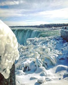 It's So Cold In USA That Niagara Falls Is Frozen And It Looks Straight From Narnia