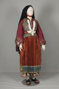 The chrysí, the bridal and festive costume of Skyros Skyros, Sporades. Early 20th century © Peloponnesian Folklore Foundation, Nafplion, Greece