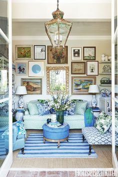 Blue and White (Chinoiserie Chic) Living Room Decor, Living Spaces, Home Design, Interior Design, Design Interiors, Estilo Interior, Diy Home Decor Rustic, Home Decoracion, Chinoiserie Chic