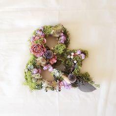 父と母が30回目の結婚記念日だったので実家に帰ってきました ✴︎ ✴︎ ✴︎ サプライズが苦手な父が初めてであろうサプライズプレゼントを準備していてなんだか娘の私まで恥ずかしく、そして幸せな気持ちになりました ✴︎ ✴︎ ✴︎ #wedding #weddingdress #love #flower #ドライフラワー #ブリザードフラワー #ヘッドアクセ #プレ花嫁 #日本中のプレ花嫁さんと繋がりたい #結婚式 #花嫁ヘア #花嫁diy #ウェディングdiy #ブライダルアクセ #ウェディングアクセサリー #&#イニシャルオブジェ #xoxo#marry#marry花嫁#ウェディングニュース#farnyレポ#ナチュラルウェディング #アンティーク#アンドオブジェ#アンドオブジェ#ナチュラルウェディング #アンティーク