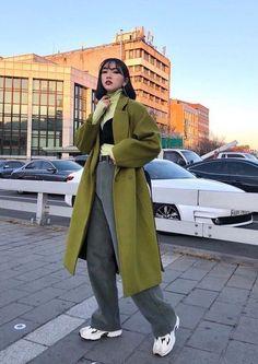 Asian Street Style, Korean Street Fashion, Asian Fashion, Look Fashion, Winter Fashion, Fashion Outfits, 80s Fashion, Chinese Fashion, Fashion Pics