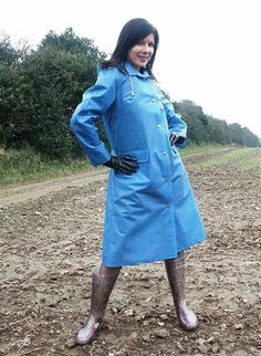 Girls Wear, Women Wear, Imper Pvc, Rubber Raincoats, Blue Raincoat, Rain Wear, Girls In Love, Outfit, What To Wear