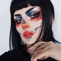 Didn't have time to buy a Halloween costume? Try one of these super easy Halloween make-up looks instead. Sfx Makeup, Cosplay Makeup, Costume Makeup, Makeup Brushes, Crazy Makeup, Cute Makeup, Gorgeous Makeup, Makeup Set, Halloween Makeup Artist