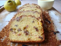 Um bolo para o fim de semana. Ou apenas para um dia de chuva. Um bolo para celebrar o S. Martinho e utilizar os marmelos que ainda estã...