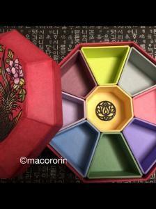 韓紙大好きmacororinのブログ 【韓紙工芸クジョルパン 】구절판 Korean Crafts, Paper Engineering, Korean Traditional, Wood Boxes, Gift Boxes, Blog Entry, Three Dimensional, Origami, Paper Crafts