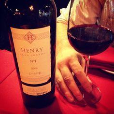 """18 Me gusta, 6 comentarios - 🙋🏻 Mariana Riveiro (@modahypeada) en Instagram: """"Comer en Bariloche es probar también buenos vinos a prueba del frio."""""""