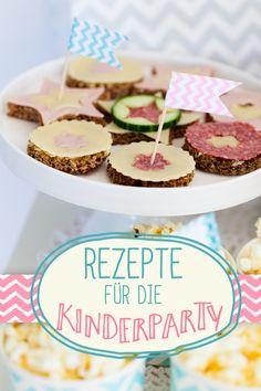 Beliebte Fingerfood-Rezepte fürs kleine Partyvolk: Von Pizza über Pancakes bis Würstchen im Schlafrock am Spieß.