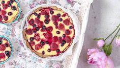 """""""Aina yhtä herkullinen"""" – Mamman marjapiirakassa on täydellinen täyteohje Yummy Cookies, Pancakes, Recipies, Muffin, Food And Drink, Pudding, My Favorite Things, Cooking, Breakfast"""