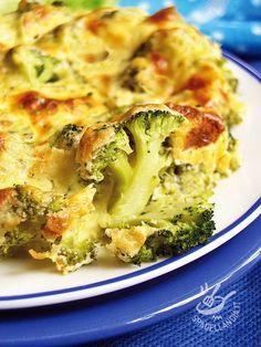 Broccoli au gratin with two cheeses - I Broccoli gratinati ai due formaggi saranno apprezzatissimi perché saporiti, delicati e a base di verdure di stagione, da scegliere ben fresche.