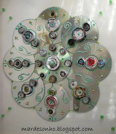 A fun recycled cd mandala Recycled Crafts Old Cd Crafts, Crafts For Kids, Arts And Crafts, Diy Crafts, Yarn Crafts, Cd Wall Art, Cd Art, Recycled Cds, Recycled Crafts