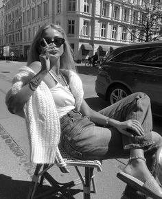 Uploaded by Style By Johanna. Find images and videos about fashion, josefinehj and josefinehaaningjensen on We Heart It - the app to get lost in what you love. Black And White Aesthetic, Black N White, Summer Outfits, Cute Outfits, Foto Casual, Insta Pictures, Insta Goals, Look Vintage, Paris Chic