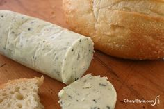 Easy Compound Blue Cheese Butter Recipe Easy blue cheese butter recipe for steak, veggies & baked potatoes - Everyday Dishes & DIY Easy Butter Recipe, Homemade Butter, Steak Recipes, Cheese Recipes, Cooking Recipes, Cooking Tips, Vegan Recipes, Burritos, Blue Cheese Butter