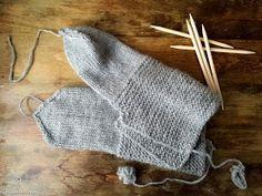 Hiidenuhman puuhat: Huovutetut tossut neuloen Knitted Hats, Winter Hats, Gloves, Socks, Knitting, Accessories, Ideas, Food, Fashion
