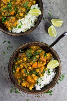 Sweet Potato, Chickpea and Spinach Coconut Curry. A wonderful Vegan Sweet Potato, Chickpea and Spinach Coconut Curry from the Oh She Glows Every Day Cookbook! This curry is so delicious, filling, warm and a good kick of spice. Veggie Recipes, Indian Food Recipes, Whole Food Recipes, Cooking Recipes, Healthy Recipes, Dinner Recipes, Indian Vegetarian Recipes, Vegetarian Sweet Potato Recipes, Bread Recipes