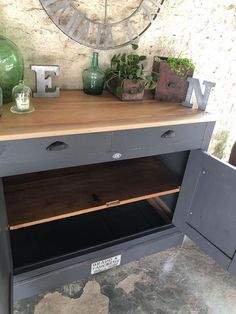 Relooking de meubles de style industriel | L'Atelier de Lou Furniture Makeover, Office Furniture, Upcycled Furniture, Cosy, Entryway Tables, Inspiration, Console, Buffet, Salons