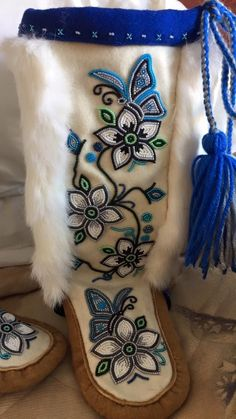 Native American Clothing, Native American Regalia, Native American Beadwork, Native Beading Patterns, Beadwork Designs, Bead Patterns, Indian Beadwork, Native Beadwork, Beaded Moccasins