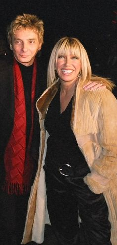 Barry Manilow and set visitor Suzanne Sommers